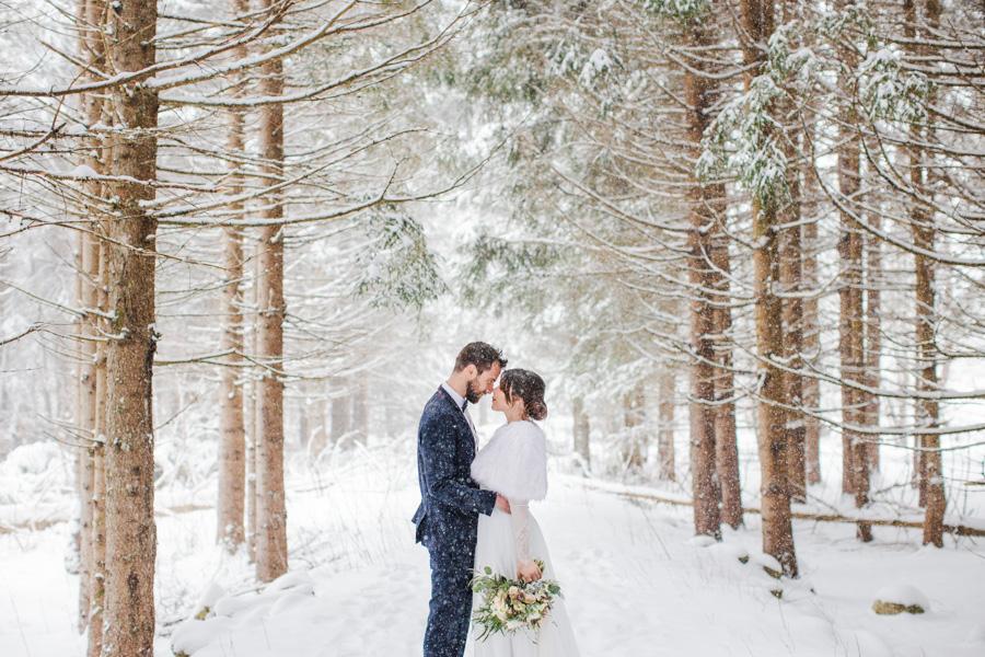 Photographe de mariage à la montagne et en hiver
