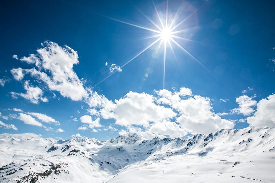 Photographe de mariage à la montagne en hiver